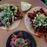 Foto tomada en Machete Tequila + Tacos por Lili L. el 11/9/2017