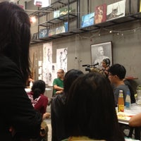 Photo taken at Cups N Canvas by Tien wei W. on 12/28/2012