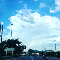 Photo taken at ด่านเก็บเงิน ถนนเสรีไทย by Rung_totae on 9/28/2015