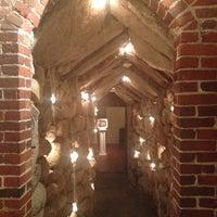 Foto scattata a The Cave Bar at Omni Mt. Washington da Karla H. il 2/25/2014