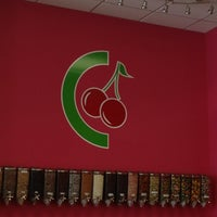 Foto scattata a CherryBerry Yogurt Bar da Kelly A. il 8/29/2013