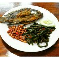 Photo taken at Rumah Makan Melati (Chinese Food) by I Komang P. on 9/15/2016