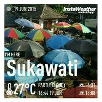 Photo taken at Pasar Umum Sukawati by I Komang P. on 6/19/2015