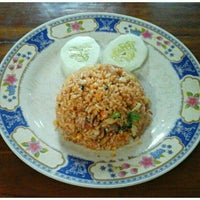 Photo taken at Rumah Makan Melati (Chinese Food) by I Komang P. on 11/18/2016