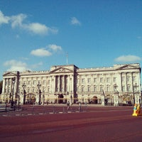 Photo taken at Buckingham Palace by Rachel L. on 5/25/2013