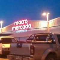 Foto tomada en Macro Mercado por Yocz M. el 11/30/2013