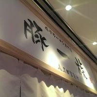 Photo taken at 豚一族 by Nick Lukuei C. on 12/2/2013