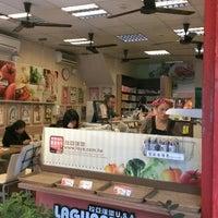 Photo taken at 拉亞漢堡 Laya Burger by Nick Lukuei C. on 3/31/2013