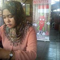 Photo taken at Waroeng SS Babarsari Yogyakarta by Eka Riana P. on 8/17/2013