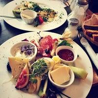 Das Foto wurde bei Restaurant Bastard von Bec R. am 6/29/2013 aufgenommen