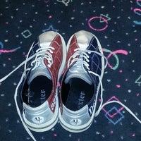 6/27/2013 tarihinde Ufuk E.ziyaretçi tarafından RollingBall Bowling'de çekilen fotoğraf
