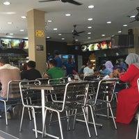 Photo taken at Nasi Kandar Darussalam, Jalan Diplomatik 1, Presint Diplomatik 15, Putrajaya by Madi H. on 3/14/2015