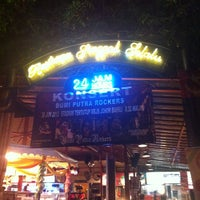 Photo taken at Restoran Singgah Selalu by Zul A. on 6/27/2013
