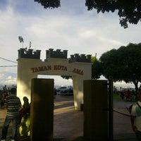 Photo taken at Esplanade (Padang Kota Lama) 舊關仔角 by ayeed f. on 11/25/2012
