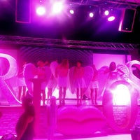 6/17/2014 tarihinde Pelin Dinç .ziyaretçi tarafından Beach Lounge'de çekilen fotoğraf