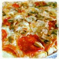 7/28/2013 tarihinde Tani A.ziyaretçi tarafından Tutto Pizzas'de çekilen fotoğraf