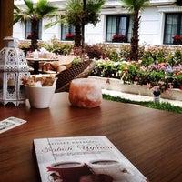 6/3/2014 tarihinde Shr C.ziyaretçi tarafından Sura Hagia Sophia Hotel'de çekilen fotoğraf