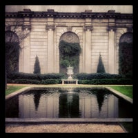 Foto scattata a The Frick Collection da Mandi W. il 12/16/2012