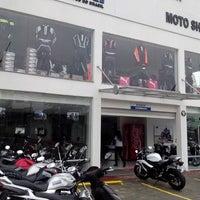 Foto tirada no(a) Moto Shopping - Suzuki por Rodolfo S. C. em 7/25/2013