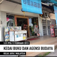 Photo taken at kedai buku dan agensi budaya by Amirul Iman A. on 2/2/2013