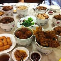Photo taken at Pao Xiang Bak Kut Teh (宝香绑线肉骨茶) by Kanjana K. on 7/9/2013