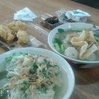 Photo taken at Resto Rumah Kayu Cabang Tahu Susu Lembang by Evienve on 1/8/2014