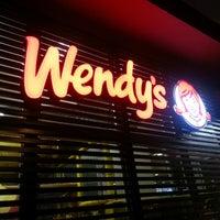 Foto tomada en Wendy's por JC P. el 9/14/2013