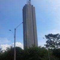 Foto tomada en Torre de Cali por Julián A. L. el 6/27/2013