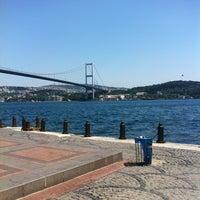 Foto tirada no(a) Ortaköy Sahili por Numan S. em 6/27/2013