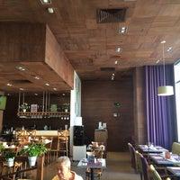 Foto tomada en Restaurante Liverpool por Saul R. el 10/4/2014
