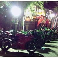 Photo taken at club moto by 🇹🇭 Thiti Y. 🇹🇭 on 6/6/2016