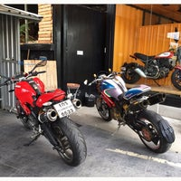 Photo taken at Ducati Ratchaphrurek by 🇹🇭 Thiti Y. 🇹🇭 on 7/18/2015