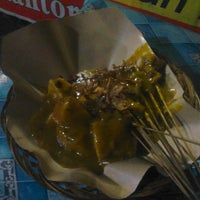 Photo taken at Sate Padang Pariaman by Riduwan on 6/27/2013