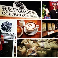 Photo taken at Republica Coffee Roasters by iSwirl T. on 10/19/2013