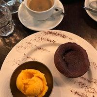 Foto tomada en Café Le Quartier Général por Irfan E. el 11/27/2017
