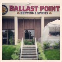 Das Foto wurde bei Ballast Point Brewing & Spirits von Lester A. am 5/5/2013 aufgenommen