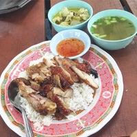 Photo taken at ศูนย์อาหารมานา (MN) Manna Food Center by s u p e r n u t t u r a l on 9/5/2016
