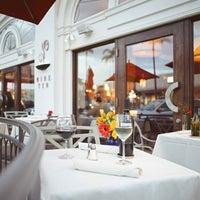 Photo prise au Nine-Ten Restaurant and Bar par Nine-Ten Restaurant and Bar le4/9/2014