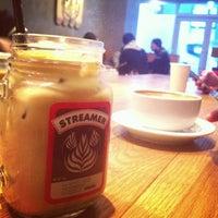 Photo prise au Streamer Coffee Company SHIBUYA par k a. le12/12/2012