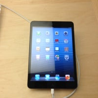 Photo taken at Apple Anchorage 5th Avenue Mall by Matt B. on 11/18/2012