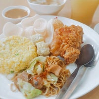 Photo taken at Chowking by Rick T. on 9/24/2016