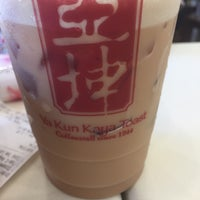 Photo taken at Ya Kun Kaya Toast 亞坤 by Daryl L. on 6/4/2017