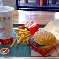 Foto tirada no(a) McDonald's por Nathália P. em 6/28/2013