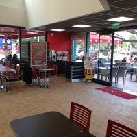 2/21/2014 tarihinde Aslan A.ziyaretçi tarafından Burger King'de çekilen fotoğraf