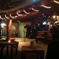 Foto tomada en Fah Restaurant Bar por Jim C. el 1/4/2013