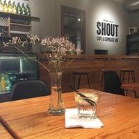 Foto tomada en SHOUT | Brasas & Drinks por Xavier N. el 2/6/2017