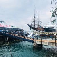 Foto tirada no(a) Bali Hai Cruises por Hitch Y. em 5/15/2018