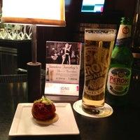 Foto tirada no(a) Bond Restaurant & Lounge por Gianni M. em 7/9/2013
