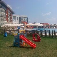 Foto tirada no(a) Ulu Resort Hotel por Zuhal Derin A. em 8/21/2014