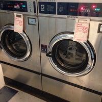 Foto tirada no(a) Light'n Your Load Laundromat por Ryan S. em 3/31/2014